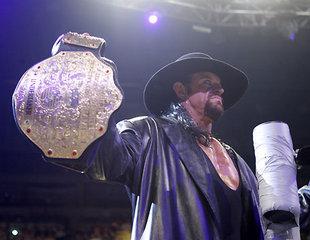 The Undertaker avec la ceinture de la WWE S320x240-2c5f58